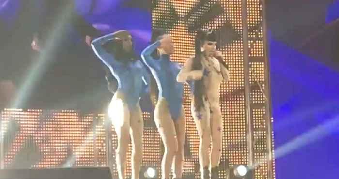 ラガンジャとジアが「Brooke Candy」のバックダンサーとしてパフォーマンス